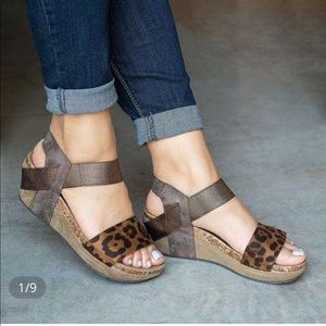 ⭐️Cork footbed wedge leopard strappy sandals 7 NWT
